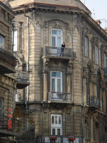 http://www.bakupages.com/city/parapet/images/baku_smotrja_na_ulicu_nizami70043.jpg